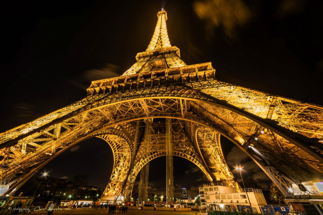 Tour Eiffel de nuit eiffel tower by night Christian Aussillou photographe galerie d'art en ligne elovart Samantha Salloum