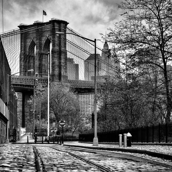 Brooklyn Bridge, côté entrepôt Christian Aussillou Photographe New York elovart Samantha Salloum