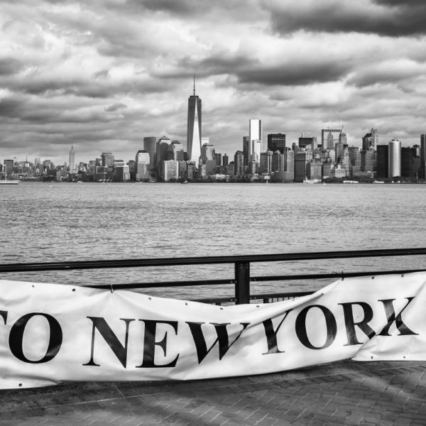 Manhattan from Liberty Island Christian Aussillou Photographe New York elovart Samantha Salloum